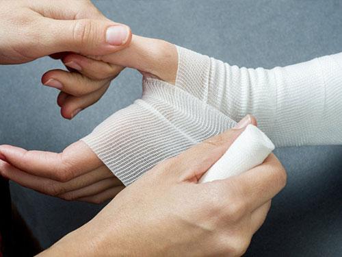 Coolangatta First Aid Training - bandaging